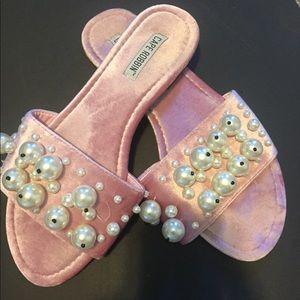 Velvet flip flops with Pearls